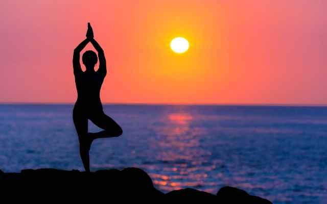 Una rutina eficiente de yoga que puede esculpir tu cuerpo y despejar tu mente